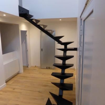 Escalier design avec structure métallique